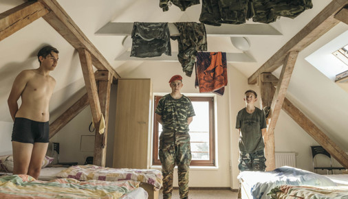 Příběhy fotografií: Petr Topič: Táborový dril - JAKO NA VOJNĚ