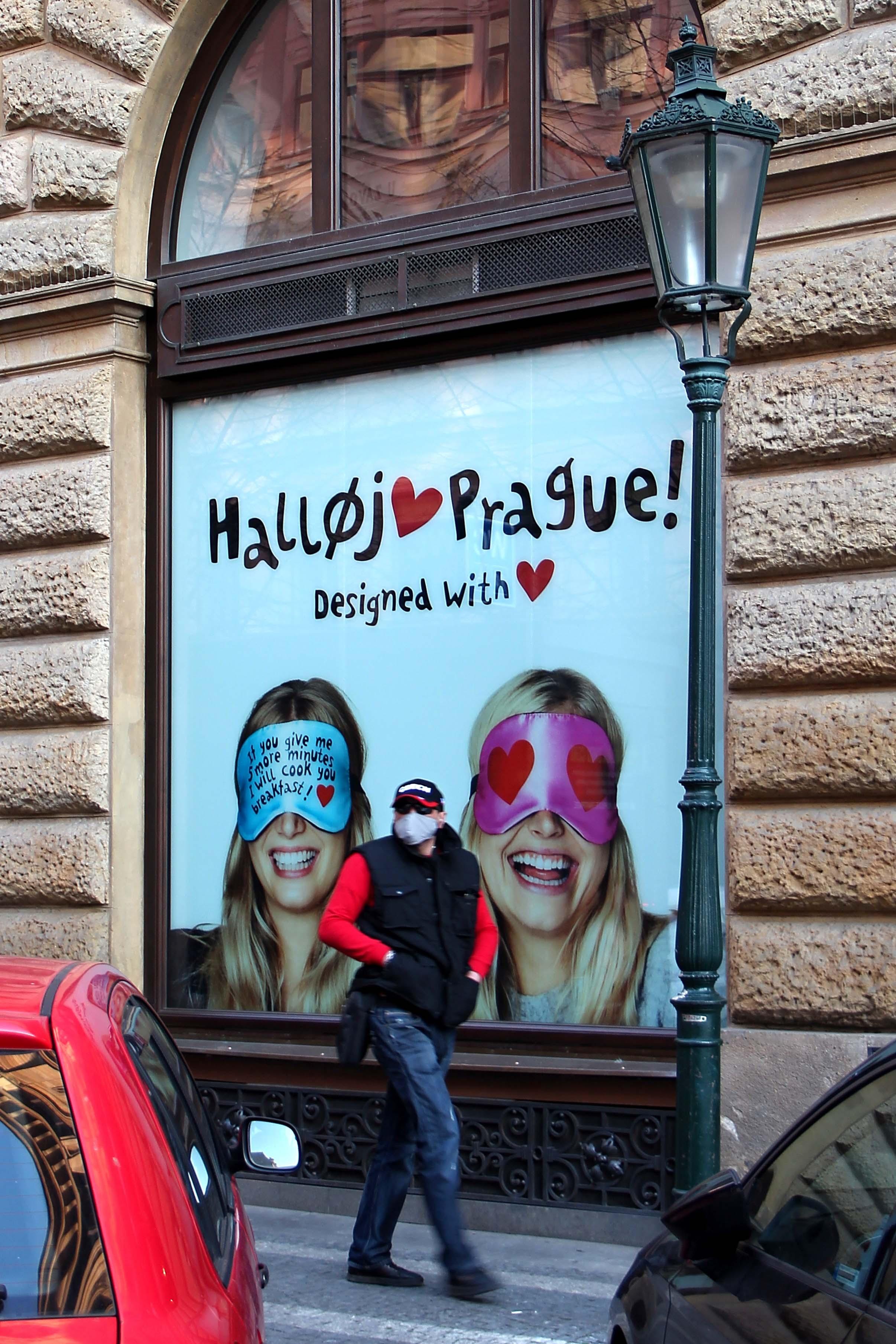 Martin Braun – Kdepak dámy, podle poslední módy se ty roušky teď v Praze nosí úplně jinak